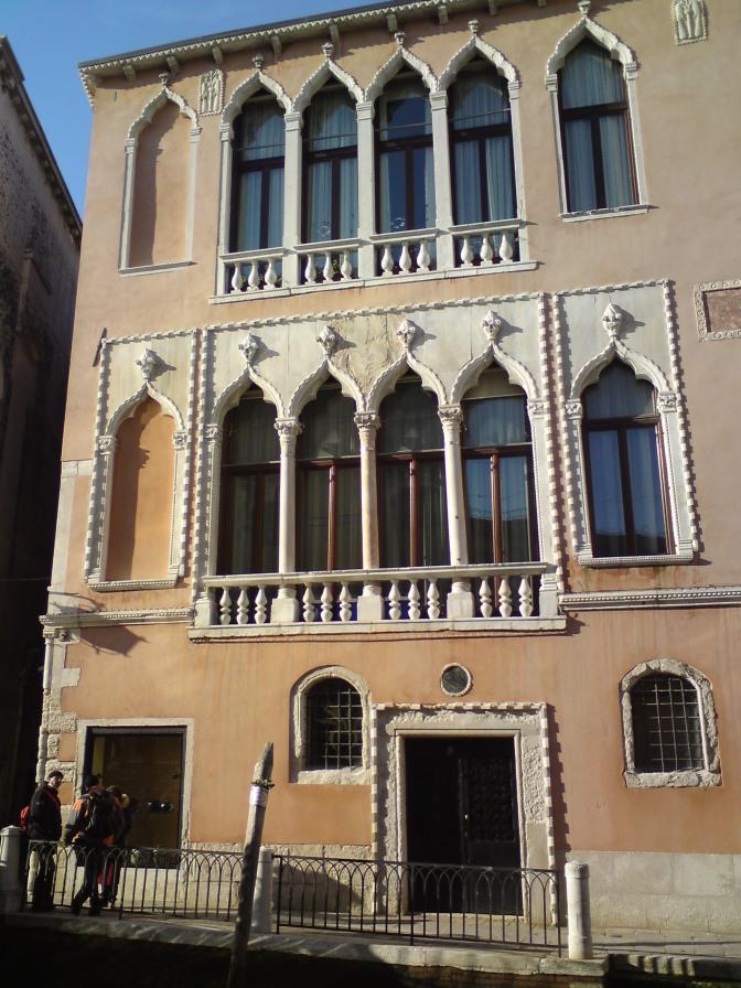 Ein Palazzo aus vergangener Zeit.