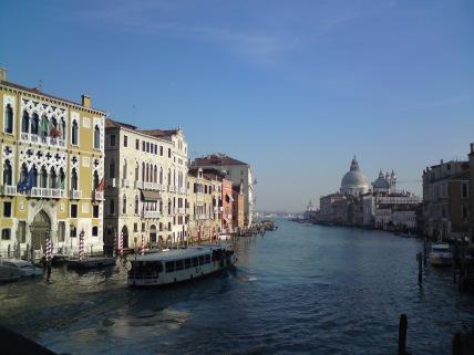 Canal Grande mit Santa Maria della Salute im Hintergrund