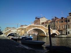 Dreibogenbrücke im Cannaregio-Viertel