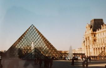 Louvre: Pyramide von I. M. Pei.