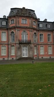 Schloss Jägerhof. Heute Heimat des Goethe-Museums.