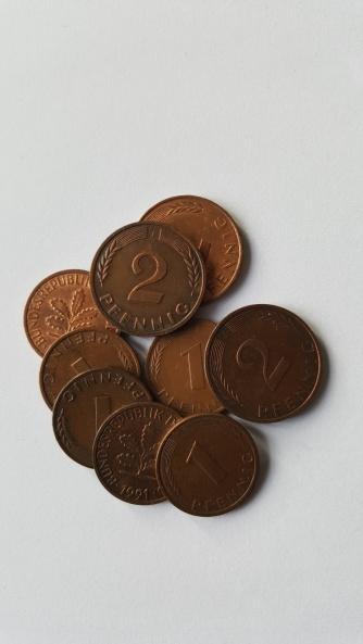 Die kleinsten Werteinheiten: 1 und 2 Pfennig Münzen.