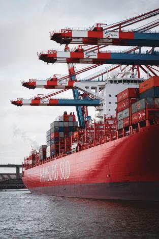 Standardisierte Container im weltweiten Warenverkehr.